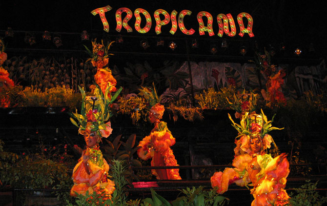 Tropicana Show - Photo by Christian Córdova / CC BY 2.0
